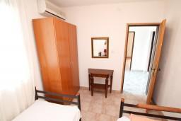 Спальня 2. Черногория, Жанице / Мириште : Апартамент для 4-6 человек, 2 отдельные спальни, с балконом с видом на море