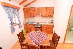 Кухня. Черногория, Радовичи : Студия в Радовичи с балконом