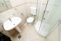 Ванная комната. Черногория, Радовичи : Студия в Радовичи с балконом