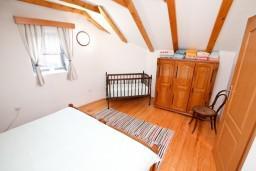 Спальня. Черногория, Радовичи : 2-х этажная вилла с просторной гостиной и 2-мя спальнями