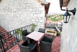 Терраса. Черногория, Радовичи : 2-х этажная вилла с просторной гостиной и 2-мя спальнями