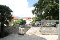 Вид. Черногория, Радовичи : Апартамент с отдельной спальней на вилле  с бассейном