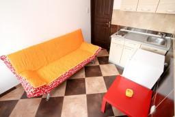 Гостиная. Черногория, Радовичи : Апартамент с отдельной спальней на вилле с бассейном