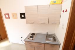 Кухня. Черногория, Радовичи : Апартамент в Радовичи с отдельной спальней