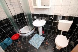 Ванная комната. Черногория, Радовичи : Апартамент в Радовичи с отдельной спальней