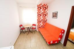 Гостиная. Черногория, Радовичи : Апартамент с отдельной спальней в Радовичи на вилле с байссейном