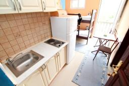 Черногория, Радовичи : Апартамент для 4 человек, с отдельной спальней, с балконом с видом на море