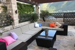 Патио. Черногория, Пераст : Роскошная вилла с бассейном, патио и барбекю, 4 спальни, 3 ванные комнаты, парковка, Wi-Fi