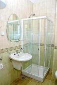 Ванная комната. Черногория, Дженовичи : Апартамент для 6-7 человек, с 3-мя отдельными спальнями, с 2-мя ванными комнатами, с балконом