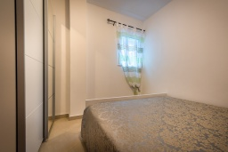 Спальня 2. Черногория, Бечичи : Апартамент с большой гостиной, тремя спальнями и балконом