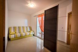 Спальня 3. Черногория, Бечичи : Апартамент с большой гостиной, тремя спальнями и балконом