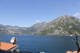 Вид на море. Черногория, Костаньица : Апартамент для 4 человек с двумя спальнями и балконом с шикарным видом на море, 10 метров до пляжа