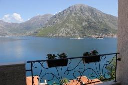 Вид на море. Черногория, Костаньица : Апартамент для 2 человек с отдельной спальней и балконом с шикарным видом на море, 10 метров до пляжа