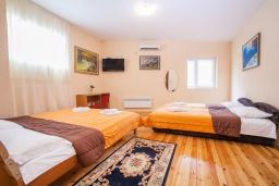 Студия (гостиная+кухня). Черногория, Булярица : Студия в 100 метрах от пляжа с общей террасой