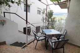 Терраса. Черногория, Нивице : Студия с террасой и видом на море, 10 метров до пляжа
