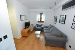 Гостиная. Черногория, Игало : Современный апартамент с отдельной спальней и балконом с видом на море