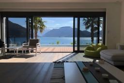 Гостиная. Черногория, Липцы : Современная вилла с бассейном, пляжем и видом на море, 5 спален, 6 ванных комнаты, парковка, Wi-Fi