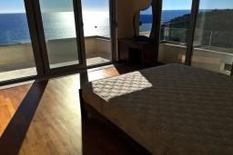Спальня 2. Черногория, Ульцинь : Прекрасная вилла с бассейном и видом на море, 4 спальни, 3 ванные комнаты, парковка, Wi-Fi