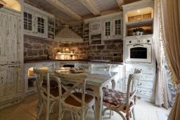 Кухня. Черногория, Доня Ластва : Роскошная каменная вилла с приватным двориком и барбекю, 3 спальни, 3 ванные комнаты, парковка, Wi-Fi
