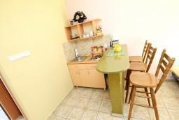 Кухня. Черногория, Моринь : Студия с террасой, 50 метров до моря