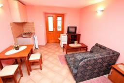 Студия (гостиная+кухня). Черногория, Прчань : Студия с террасой с шикарным видом на море, возле пляжа