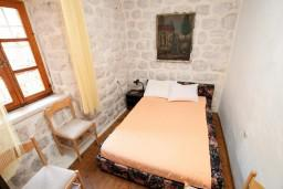 Спальня 2. Черногория, Прчань : Апартамент для 4-5 человек, 2 отдельные спальни, возле моря