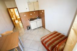 Гостиная. Черногория, Столив : Апартамент с отдельной спальней, с балконом с видом на залив, 20 метров до моря