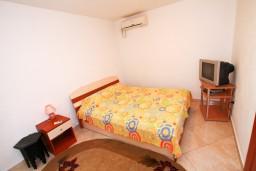 Студия (гостиная+кухня). Черногория, Столив : Студия с террасой, 20 метров до моря