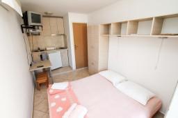 Студия (гостиная+кухня). Черногория, Столив : Студия с террасой с видом на залив, возле моря
