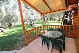 Терраса. Черногория, Утеха : Уютный деревянный домик с отдельной спальней в Утехе