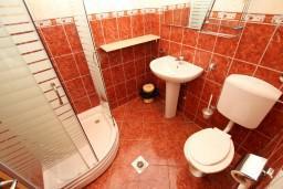 Ванная комната. Черногория, Утеха : Студия для 2 человек, с шикарным балконом с видом на море