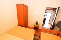 Спальня 2. Черногория, Утеха : Дом с 2-мя отдельными спальнями, с террасой с шикарным видом на море, 80 метров до пляжа