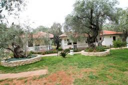 Территория. Черногория, Утеха : Уютный домик с 2-мя отдельными спальнями, с террасой с видом на сад в 100 метрах от моря