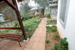 Территория. Черногория, Утеха : Домик в Утехе с беседкой