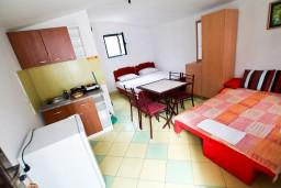 Спальня. Черногория, Утеха : Домик в Утехе в 200 метрах от моря