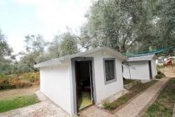 Фасад дома. Черногория, Утеха : Домик в Утехе в 200 метрах от моря
