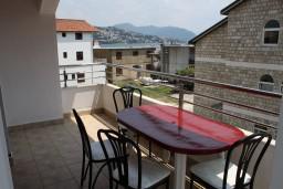 Балкон. Черногория, Игало : Апартамент на 3 этаже с двумя спальнями для 4-х человек
