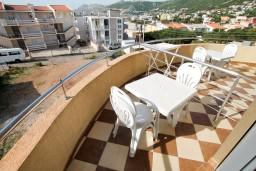 Балкон. Черногория, Добра Вода : Студия для 4 человек, с балконом с видом на море, 80 метров до пляжа
