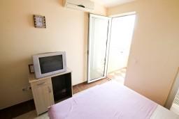 Студия (гостиная+кухня). Черногория, Добра Вода : Студия для 2 человек, с балконом с видом на море, 80 метров до пляжа