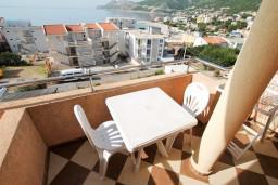 Балкон. Черногория, Добра Вода : Студия для 2 человек, с балконом с видом на море, 80 метров до пляжа