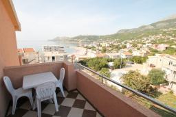 Балкон. Черногория, Добра Вода : Студия для 3 человек, с балконом с видом на море, 80 метров до пляжа