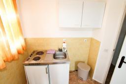 Черногория, Добра Вода : Апартамент для 5 человек, с отдельной спальней, с балконом с шикарным видом на море, возле пляжа