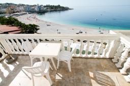 Черногория, Добра Вода : Студия для 3 человек, с балконом с шикарным видом на море, возле пляжа