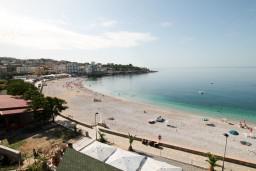 Вид на море. Черногория, Добра Вода : Апартамент для 5 человек, с отдельной спальней, с балконом с шикарным видом на море, возле пляжа