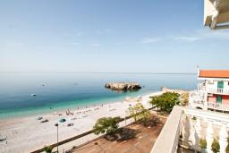 Вид. Черногория, Добра Вода : Апартамент для 5 человек, с отдельной спальней, с балконом с шикарным видом на море, возле пляжа