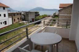 Балкон. Черногория, Игало : Студия на 3 этаже с балконом и видом на море, на вилле с бассейном
