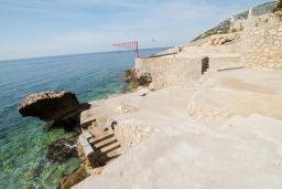 Ближайший пляж. Черногория, Добра Вода : Роскошная 3-х этажная  вилла с 6 отдельными спальнями. 4-мя ванными комнатами, с большой террасой с лежаками с шикарным видом на море, возле пляжа