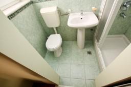 Ванная комната 2. Черногория, Бар : Апартамент для 4-6 человек, 2 отдельные спальни