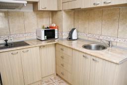 Кухня. Черногория, Бар : Апартамент для 4-6 человек, 2 отдельные спальни, 50 метров до пляжа