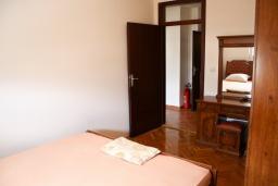 Спальня. Черногория, Бар : Апартамент для 5-6 человек, 3 отдельные спальни